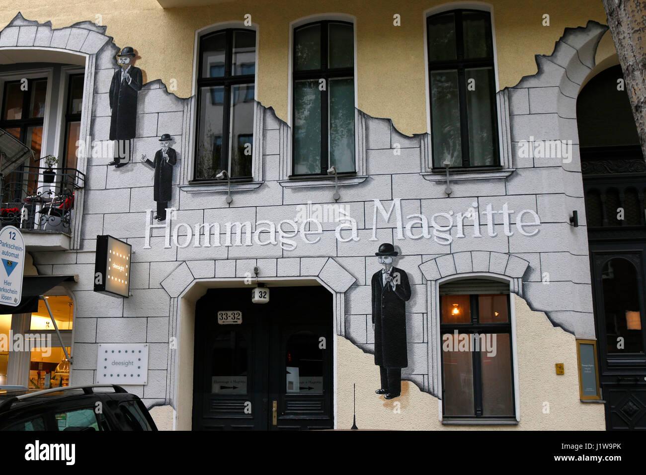 """Ein Wandgemaelde mit dem Titel """"Hommage a Magritte"""", Berlin-Chalottenburg. Immagini Stock"""
