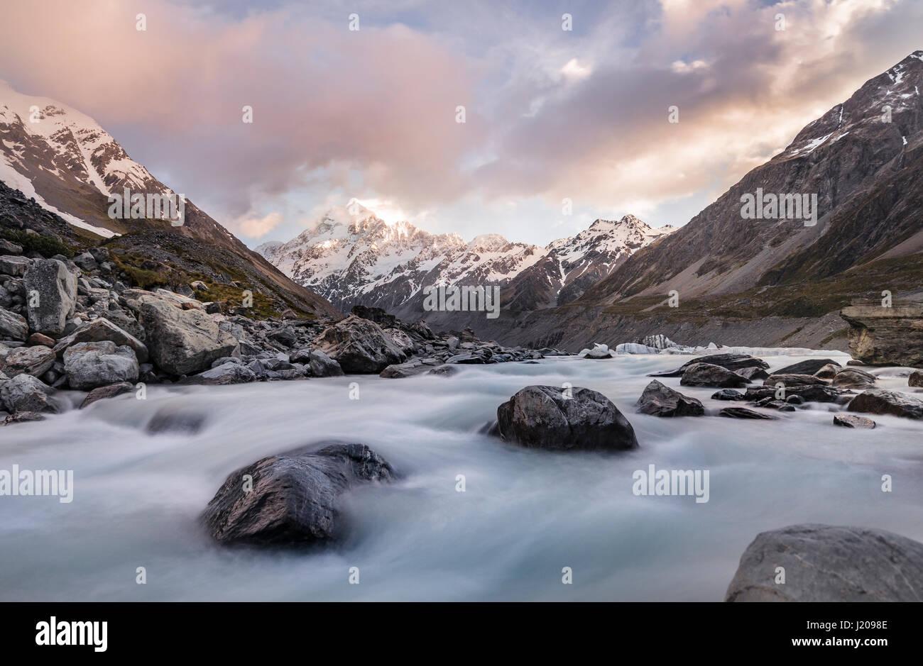 Hooker River, Hooker Valley, posteriore Mount Cook, il Parco nazionale di Mount Cook, Alpi del Sud, regione di Canterbury, Immagini Stock