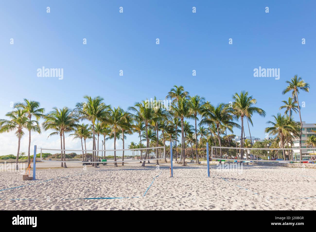 Campi da pallavolo e palme in Miami Beach. Florida, Stati Uniti Immagini Stock