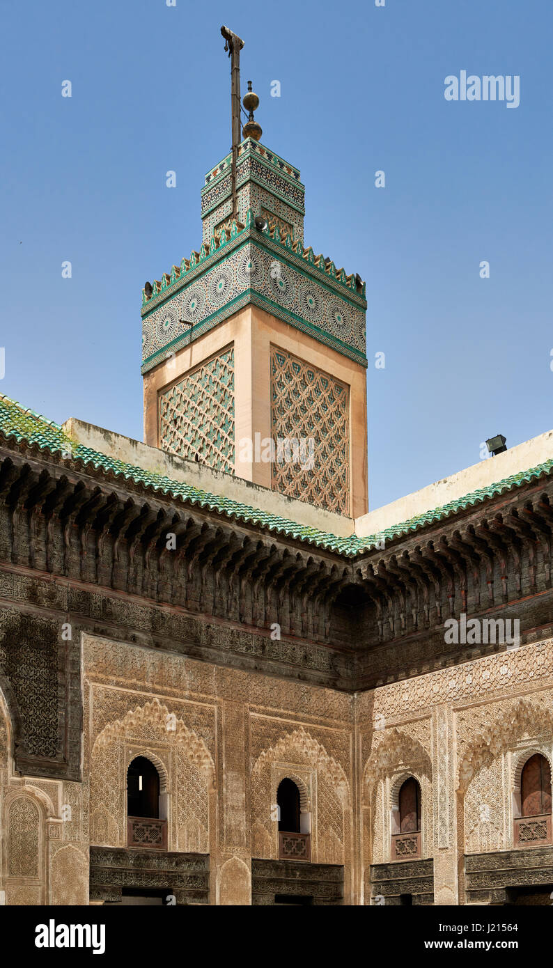 Corte interna con architettura islamica di Bou Inania madrasa, Medina di Fez, Marocco, Africa Immagini Stock