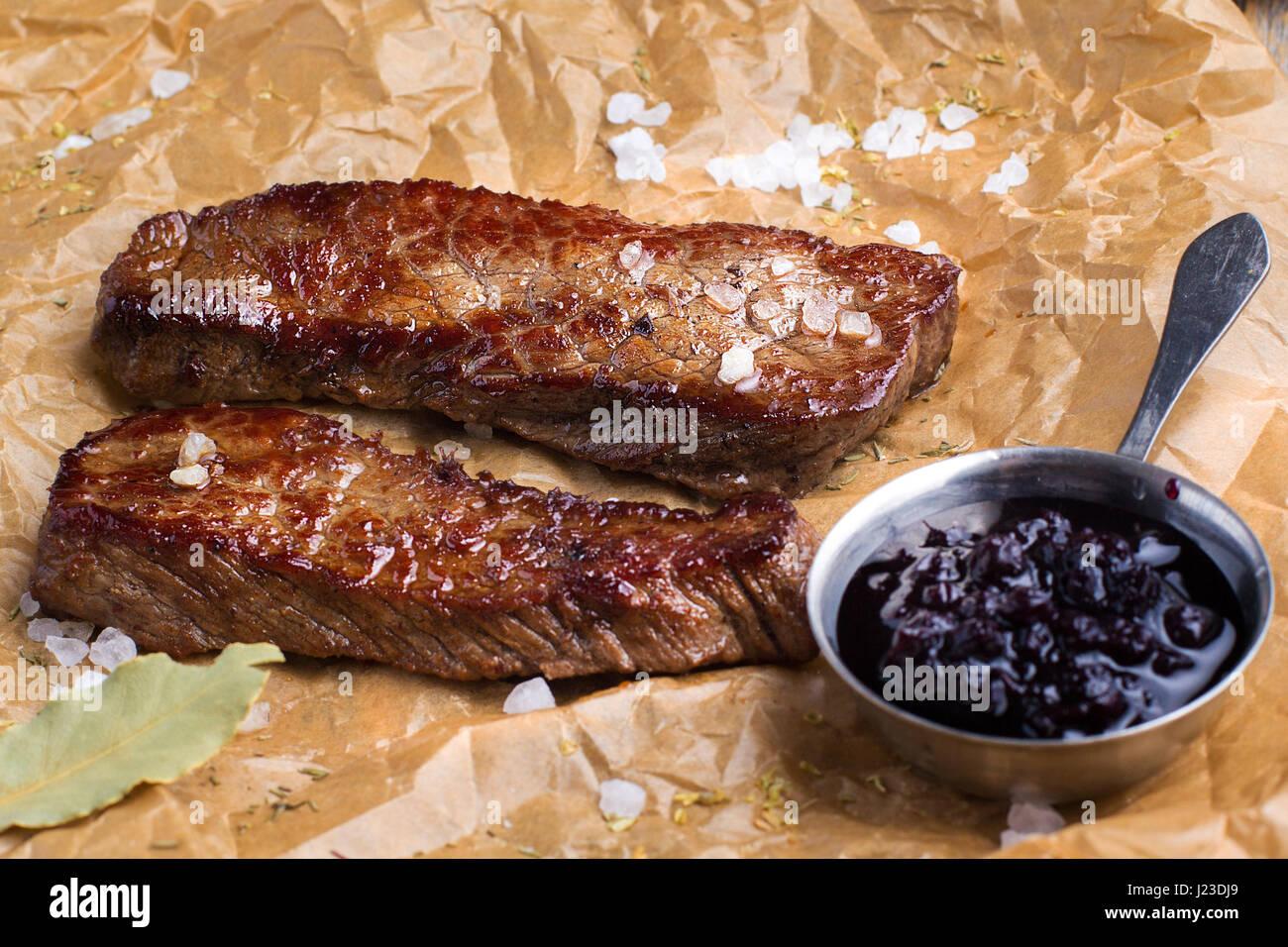 Still Life - bistecca di carne di maiale. Immagini Stock