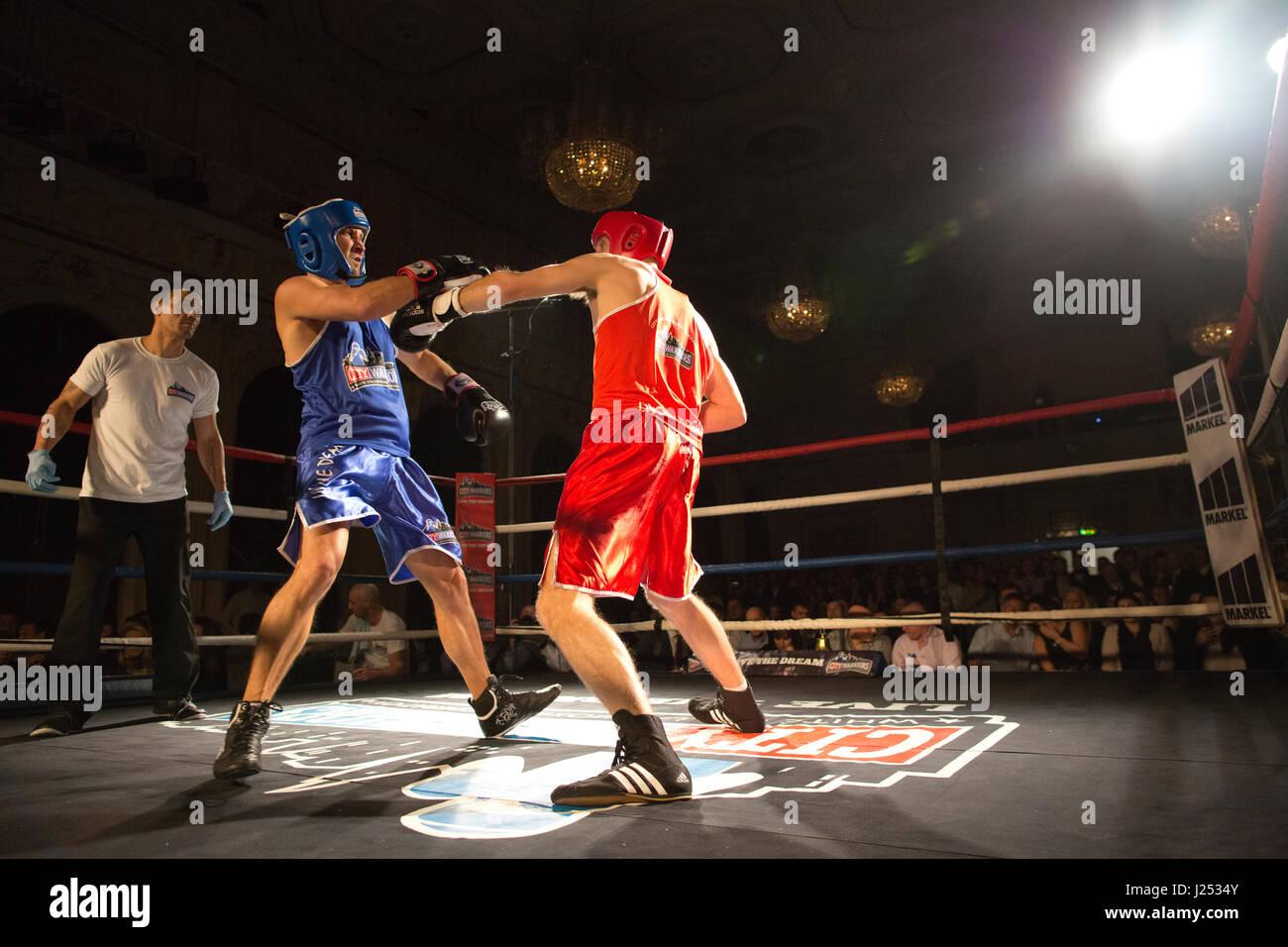 Collare bianco Fight Club, bianco-fascicolare il pugilato evento a Stratford Municipio organizzato da basato a Londra Immagini Stock