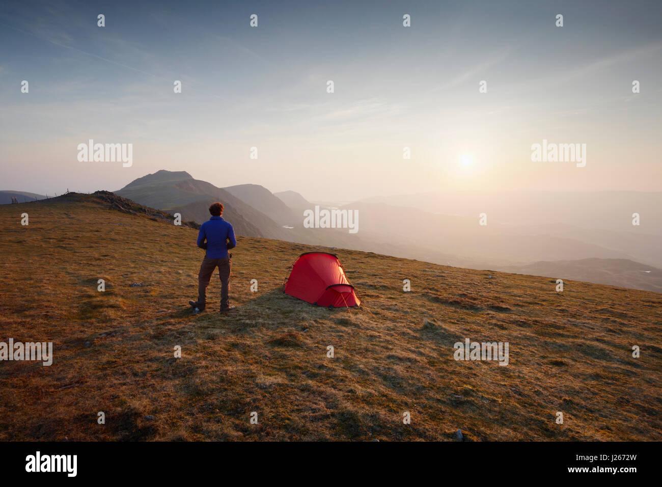 Campeggio selvaggio su Mynydd Moel, parte dell'Cadair Idris massiccio. Parco Nazionale di Snowdonia. Il Galles. Immagini Stock