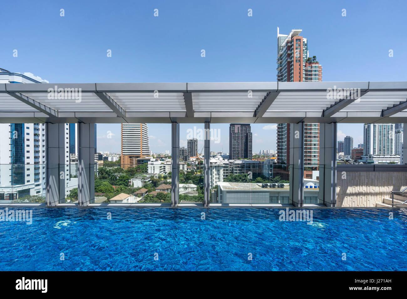 Il Marriot Hotel Sukhumvit, piscina, Skyline, Bangkok, Thailandia Immagini Stock