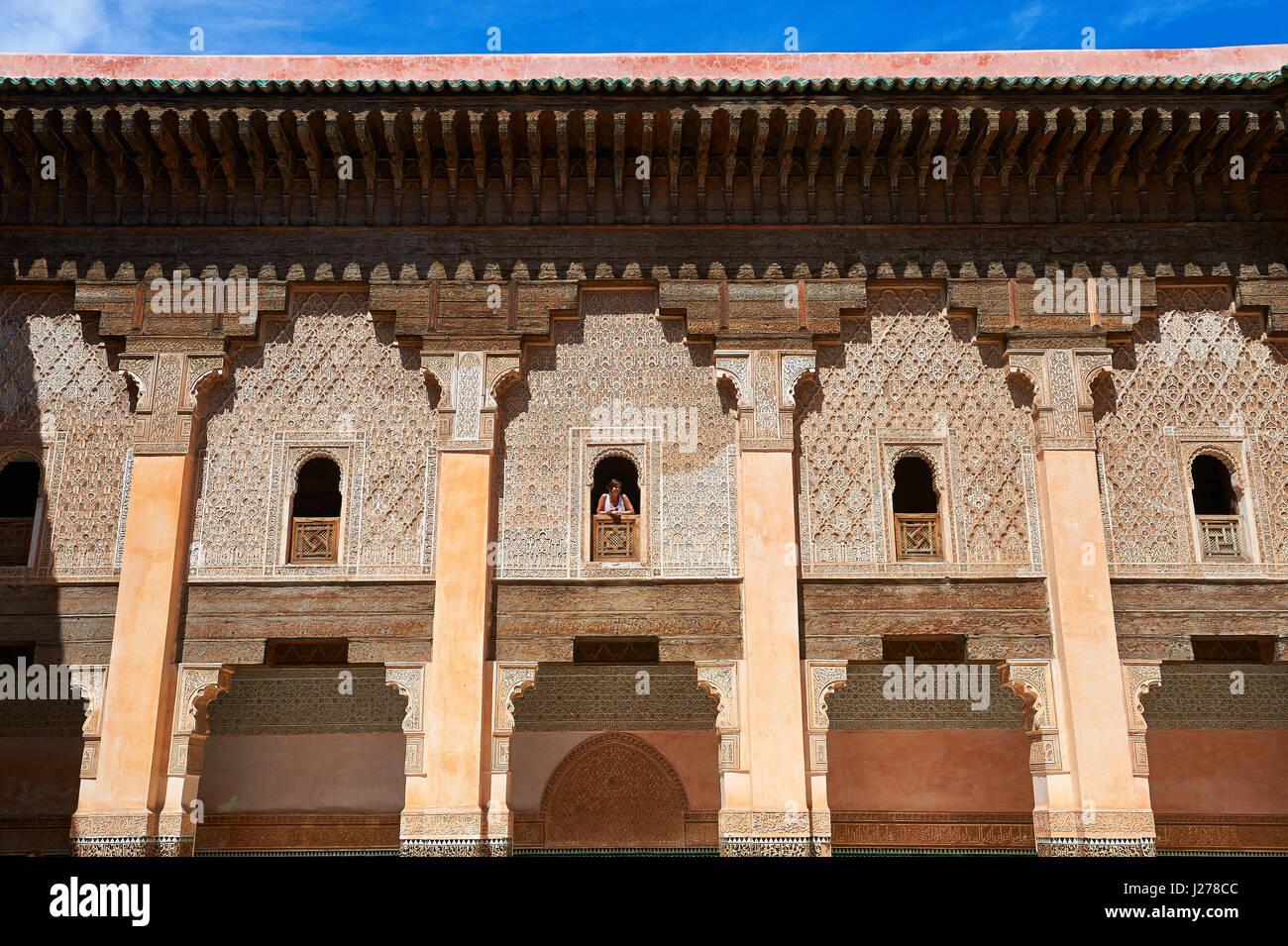 Berber arabesque Morcabe intonaco del XIV secolo Ben Youssef Madersa (islamica college) ri-costruito dal Sultano Immagini Stock