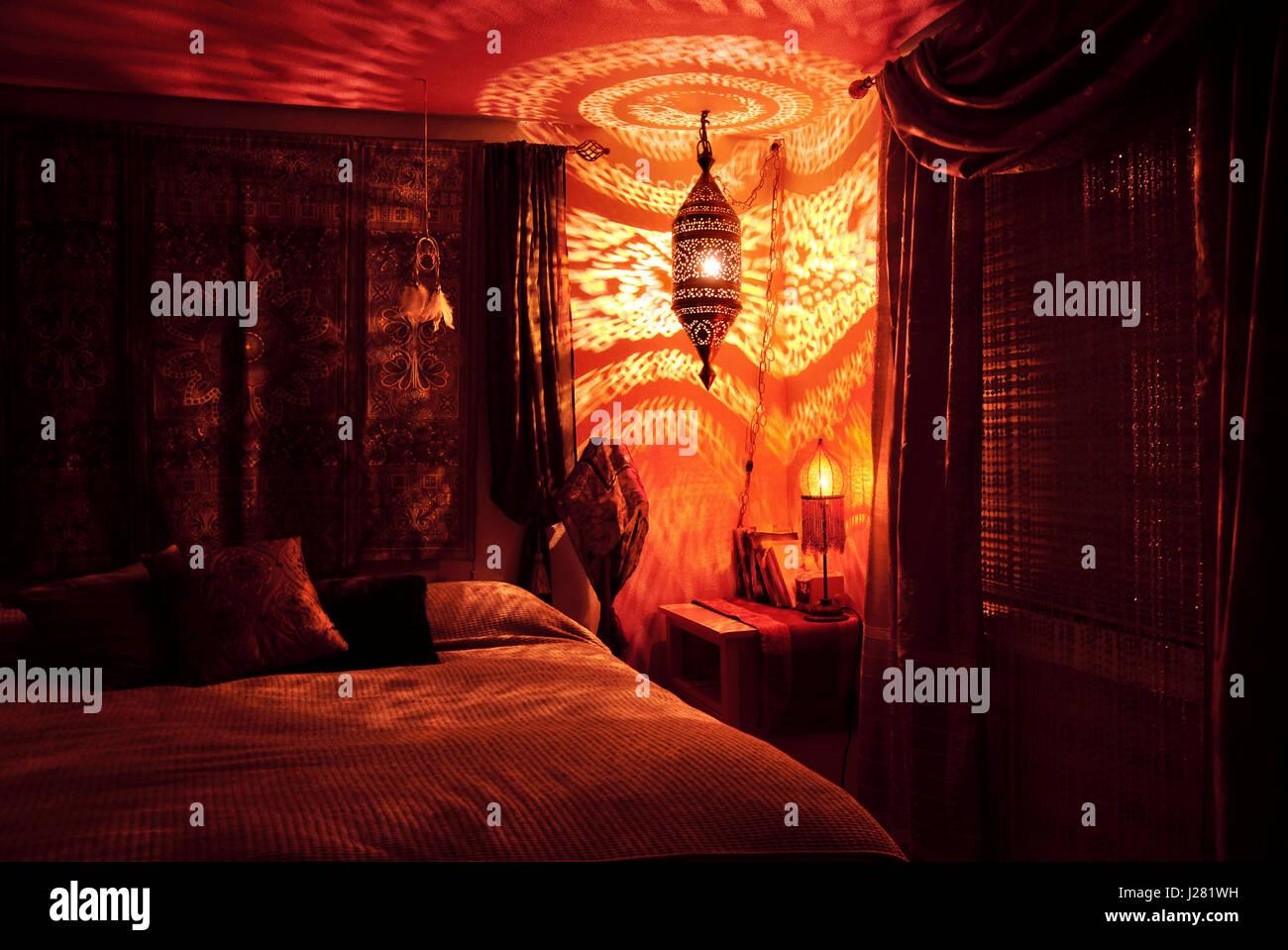 Camere Da Letto Marocco : La camera da letto marocchina con lampada marocchina di notte foto