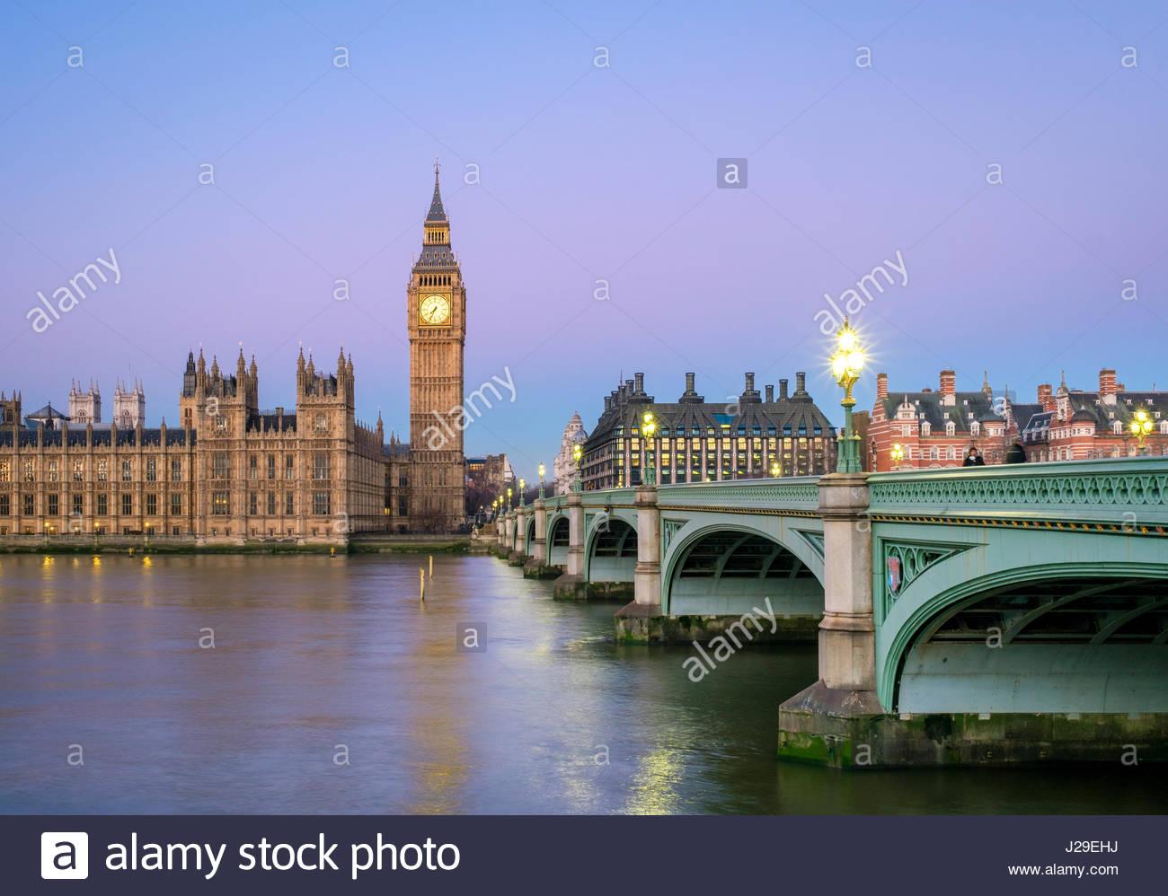 Regno Unito, Inghilterra, Londra. Westminster Bridge, Palazzo di Westminster e la torre dell orologio del Big Ben Foto Stock