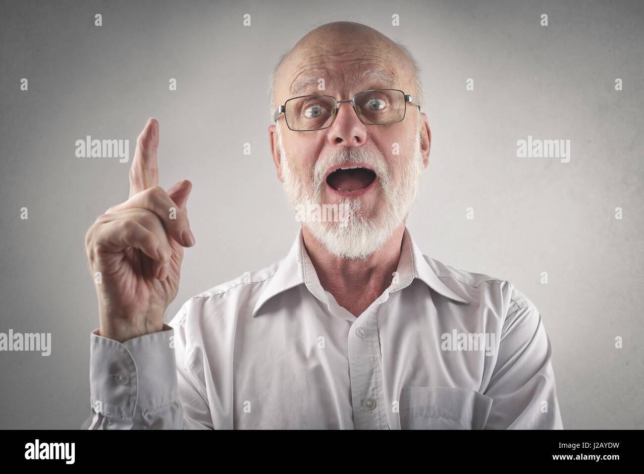 Il vecchio uomo avente un'idea Immagini Stock
