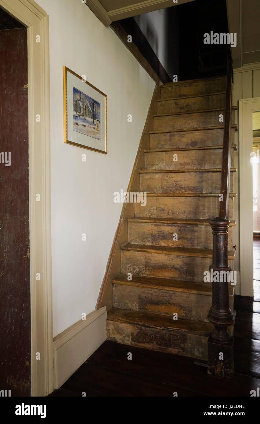 In legno antico ripida scala in originale cucina e sala da pranzo ...