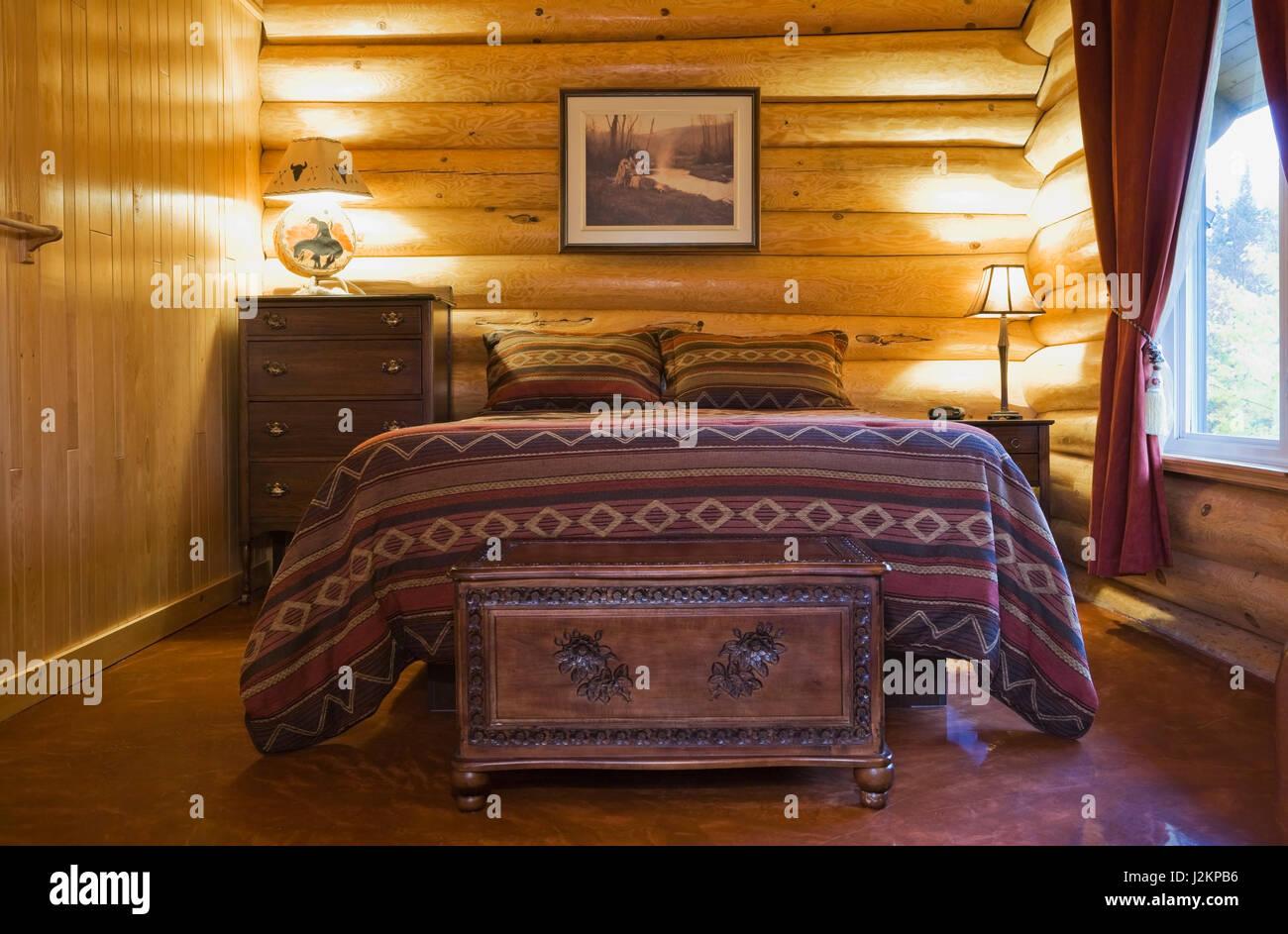 Letto queen size con navajo copriletto a motivi geometrici in