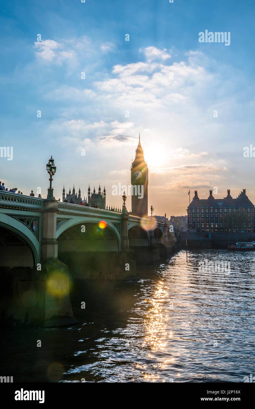Big Ben retroilluminato, la Casa del Parlamento, il Westminster Bridge, Thames, City of Westminster, Londra, regione Immagini Stock