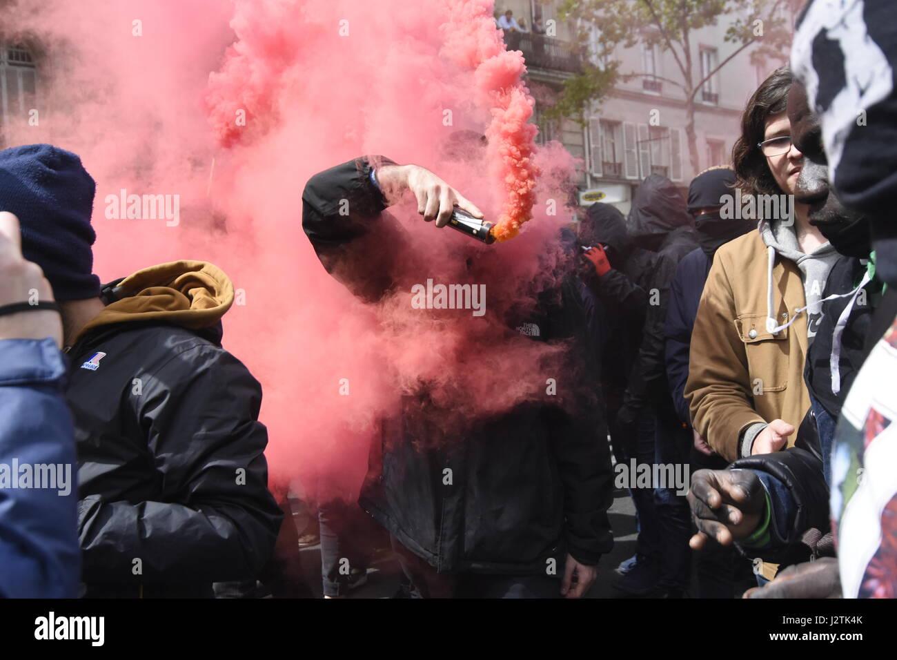 Parigi, Francia. Il 1 maggio, 2017. manifestazione a Parigi per protestare contro la presenza di marine le pen e Immagini Stock