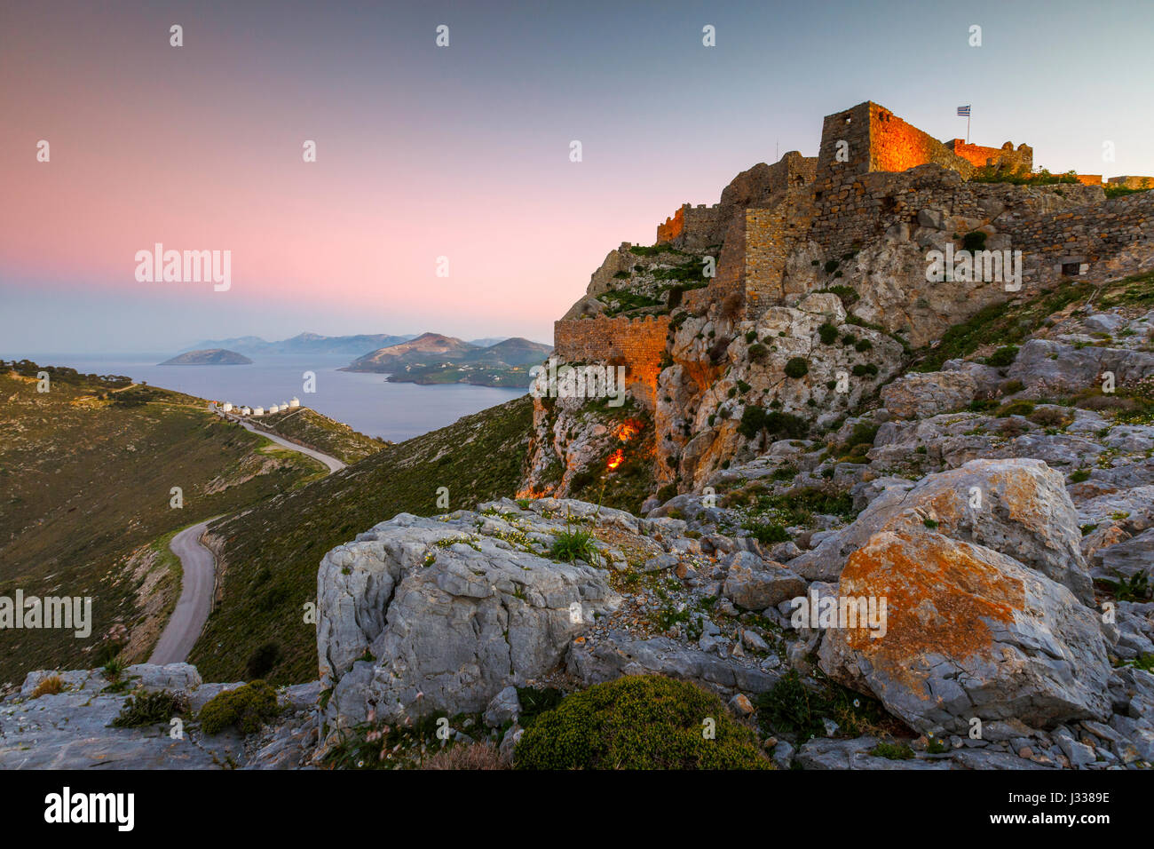 Castello di Leros isola in Grecia al tramonto. Immagini Stock