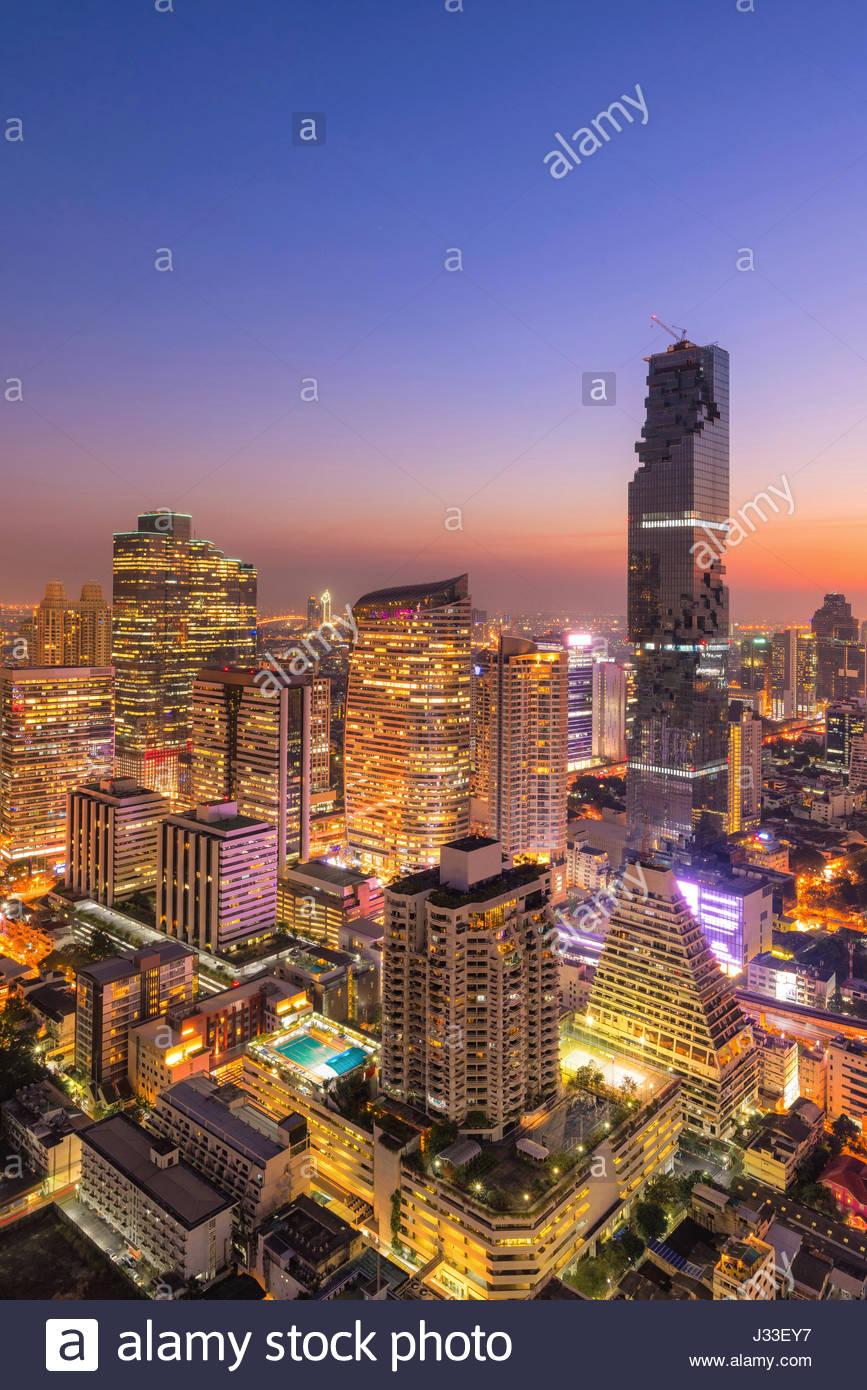 Paesaggio urbano in vista di Bangkok ufficio moderno edificio aziendale nella zona business a Bangkok, Thailandia. Immagini Stock