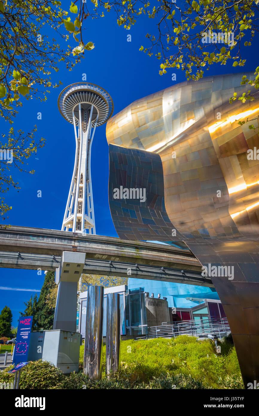 Lo Space Needle e l'Esperienza del Progetto della Musica (EMP) edificio al centro di Seattle. Centro di Seattle Immagini Stock