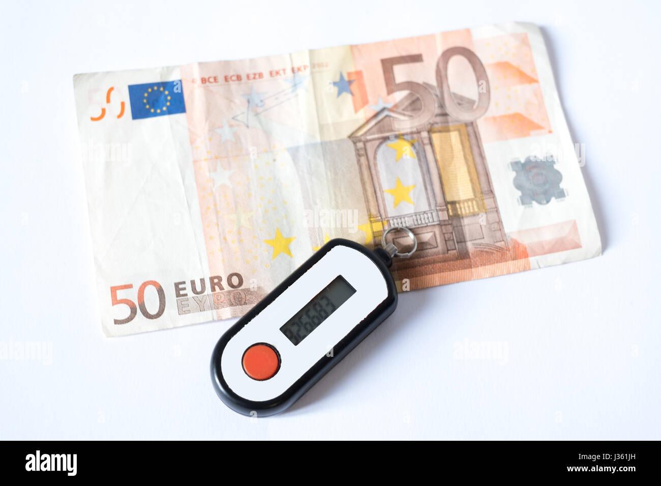 Pin di sicurezza generatore bancario isolati su sfondo bianco Foto Stock