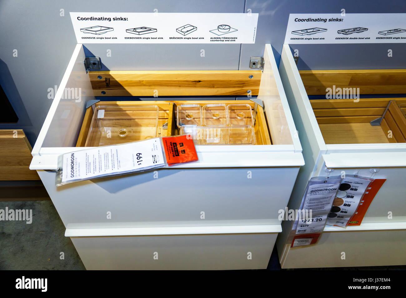 Miami Florida negozio Ikea mobili rivenditore home shopping accessori bagno fixture lavello vanità prezzo visualizzare Immagini Stock