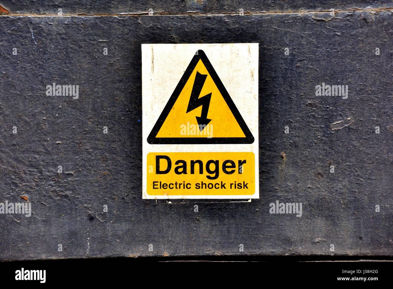 Pericolo rischio di scossa elettrica segno Immagini Stock