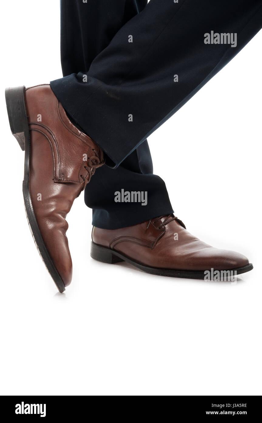 8d6b26079e Close-up di vista laterale in pelle elegante marrone scarpe uomo in ...