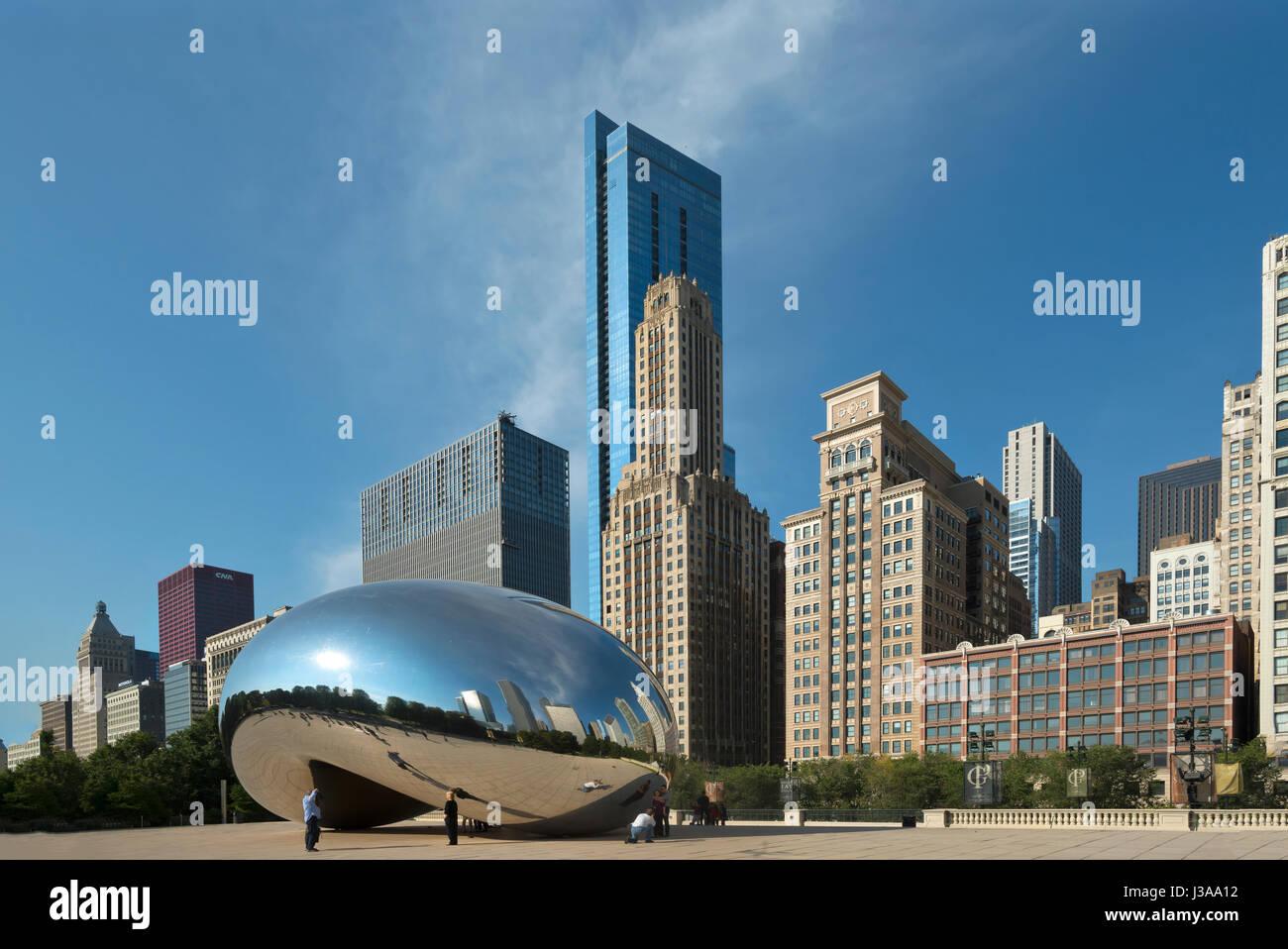 Sullo skyline di Chicago al Millenium Park USA Immagini Stock