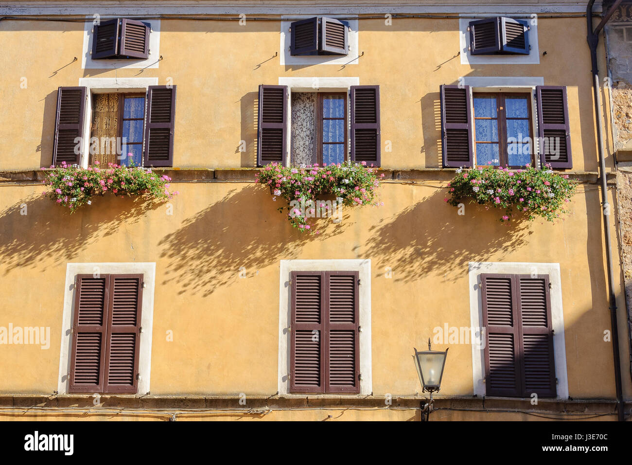 Fioriere Per Persiane ~ Fioriere per finestre con persiane: resultado de imagem para janelas
