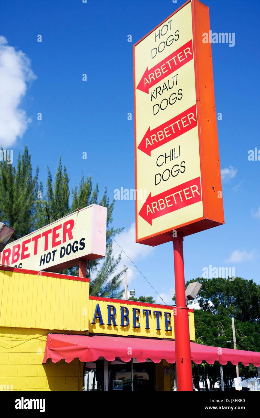 Miami Florida Arbetter Hot Dogs ristorante stand segno chili kraut food business Immagini Stock