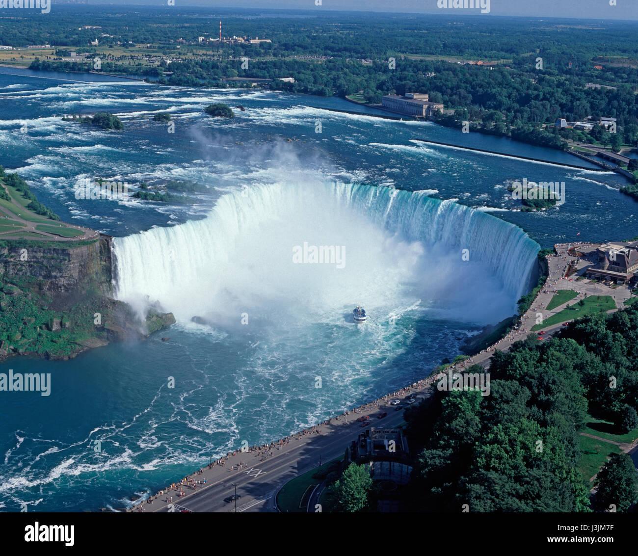 Le Cascate del Niagara e la Domestica della Foschia imbarcazione da diporto, Ontario, Canada Immagini Stock