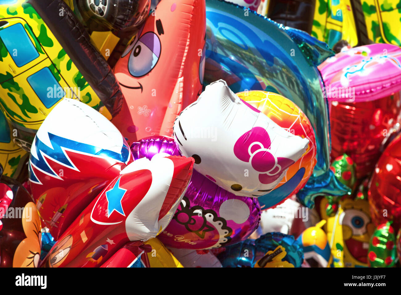 Mazzetto di vari personaggi dei cartoni animati palloncini a fiera