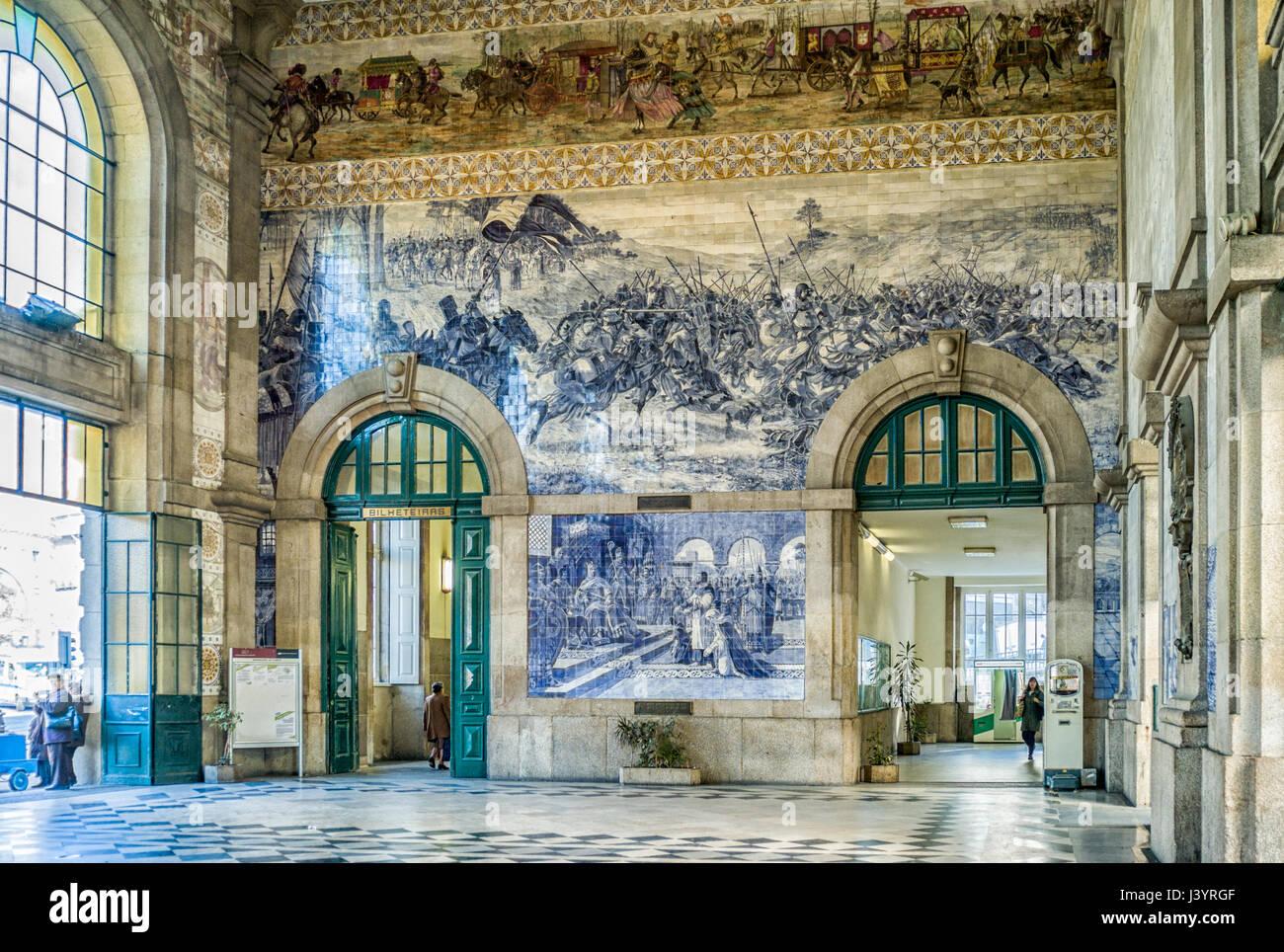 Murales in são bento stazione ferroviaria a porto portogallo il
