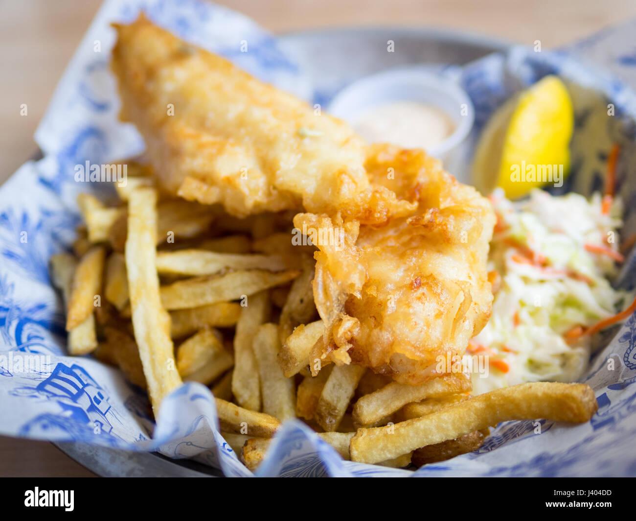 Pesce e patatine (eglefino e patatine) da Grandin Fish 'n' Chips, un popolare pesce e patatine shop in Edmonton, Immagini Stock