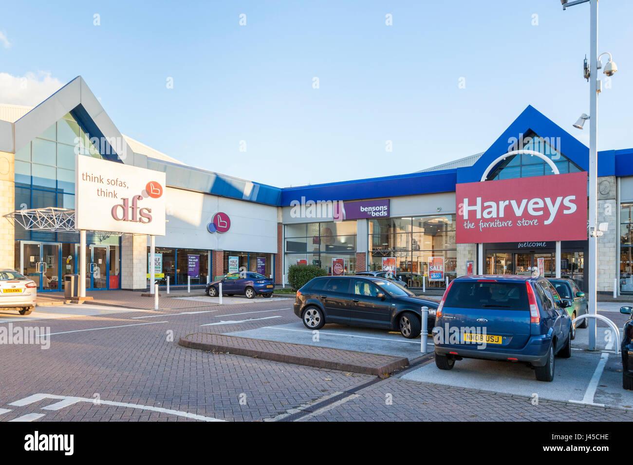 Negozi di mobili: dfs e harveys furniture store accanto a ogni altro a castle marina retail park, Nottingham, Inghilterra, Immagini Stock