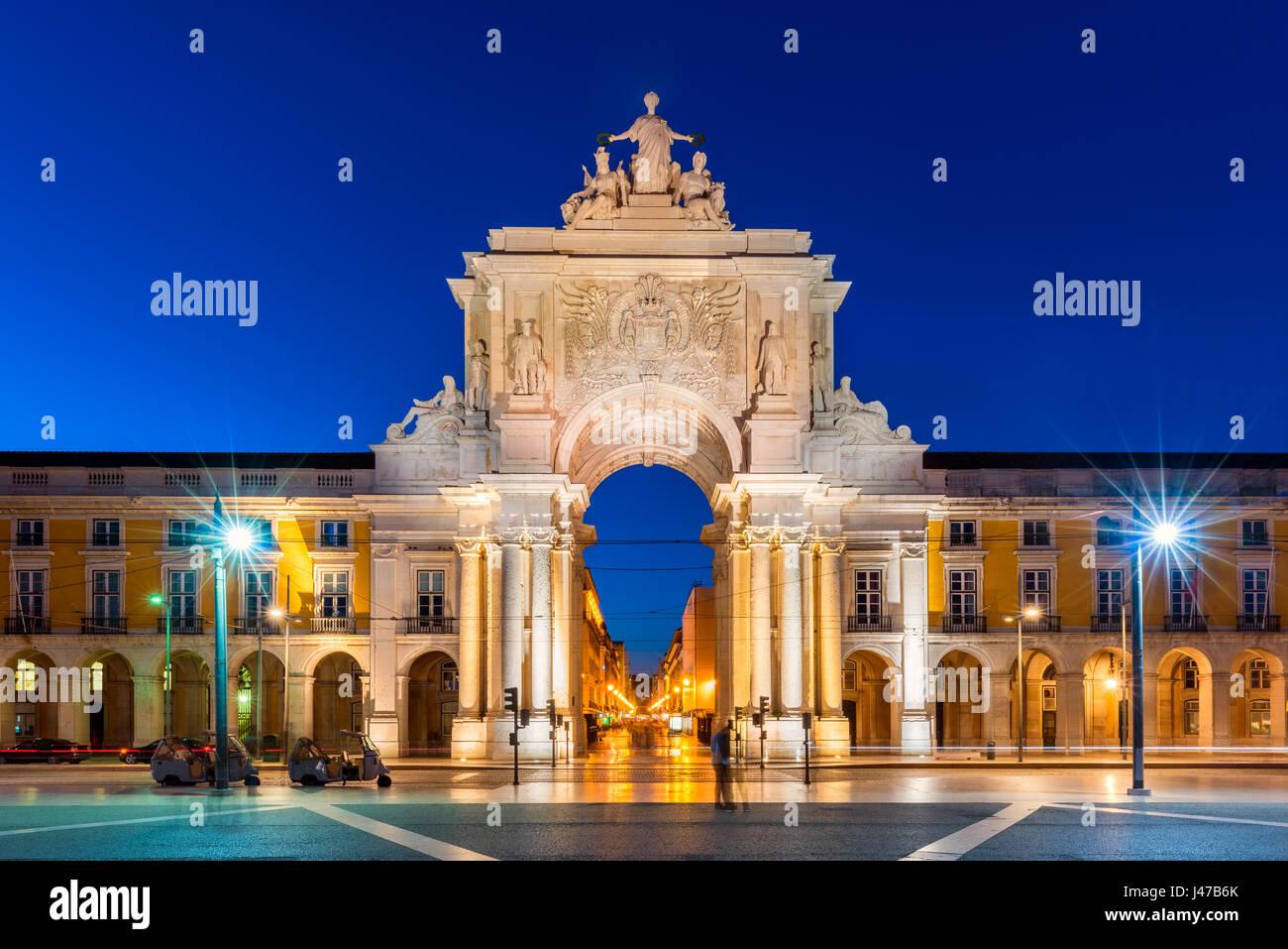 La Rua Augusta Arch a Lisbona Portogallo durante la notte Immagini Stock