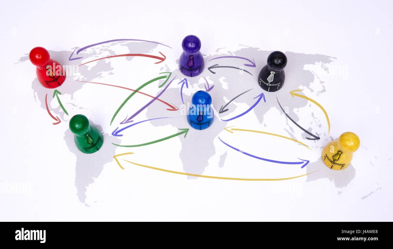 Concetto di globalizzazione, global business, viaggi o connessione globale. Le figure colorate con frecce di collegamento. Immagini Stock