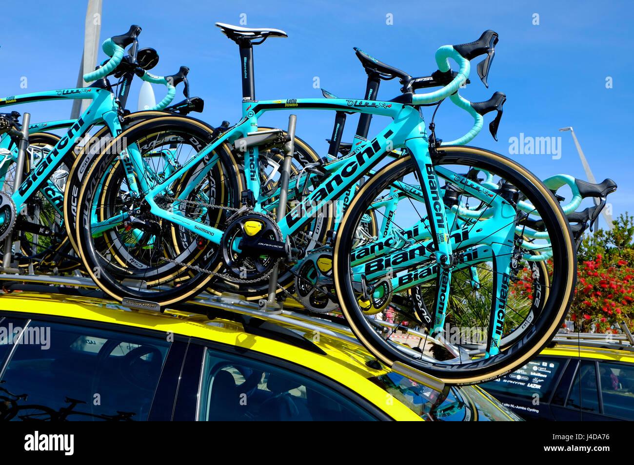 Cicli bianchi per il lotto ciclo jumbo racing team, Alghero, Sardegna, Italia Immagini Stock
