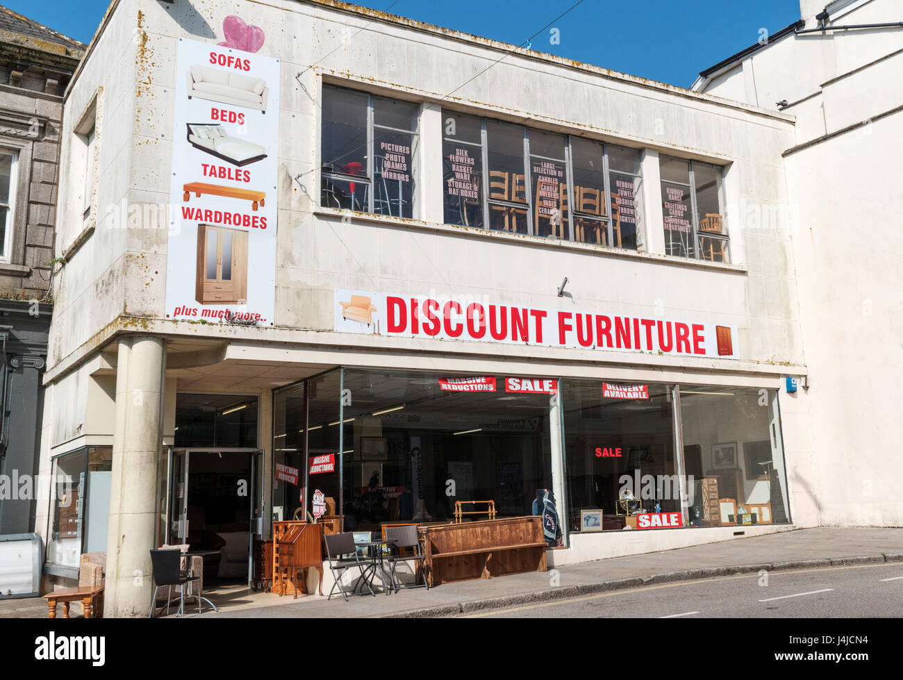 Un discount furniture store in penzance, Cornwall, Regno Unito Immagini Stock