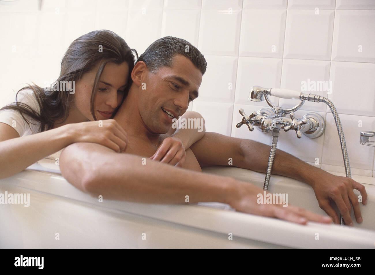 Amore In Vasca Da Bagno.Giovane Bagno Abbraccio Carezza Take It Easy Bagno Amanti Di