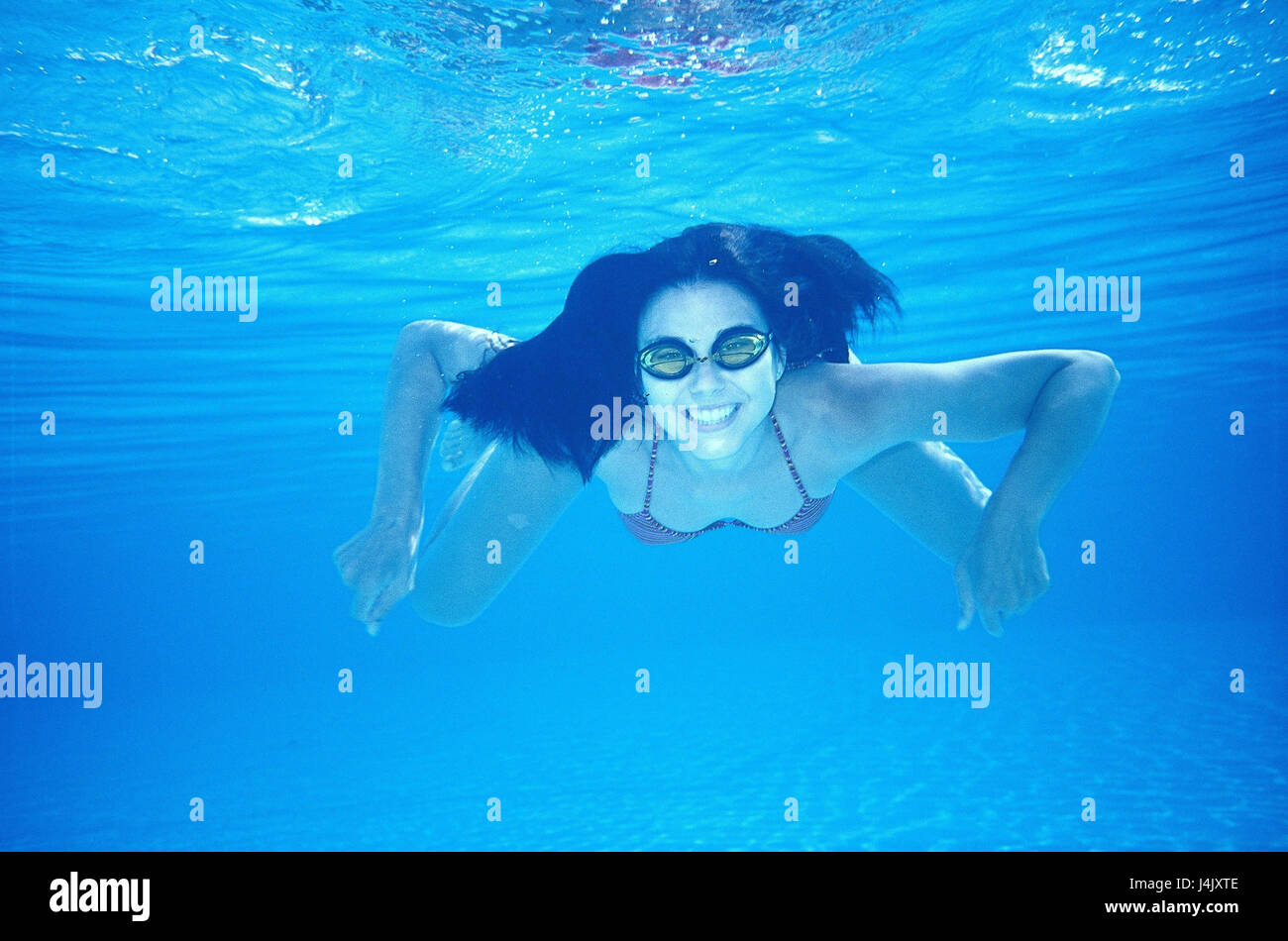 03f8436152 Registrazione subacquea, donna, occhiali da nuoto, pelle-dive sotto l'acqua,  estate, vacanze, tempo libero, hobby, sport, giovane, nuotare, hanno un  bagno ...