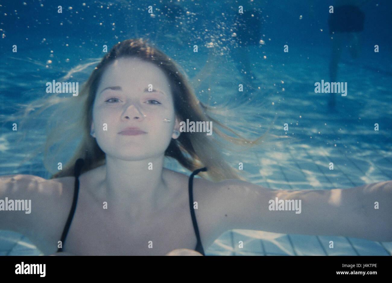 eaa4583e68 Piscina, registrazione subacquea, donna, giovane, pelle-dive sotto l'acqua,  il costume da bagno, nuotare, nuotatore, sport, nuoto, sportily,  attivamente, ...