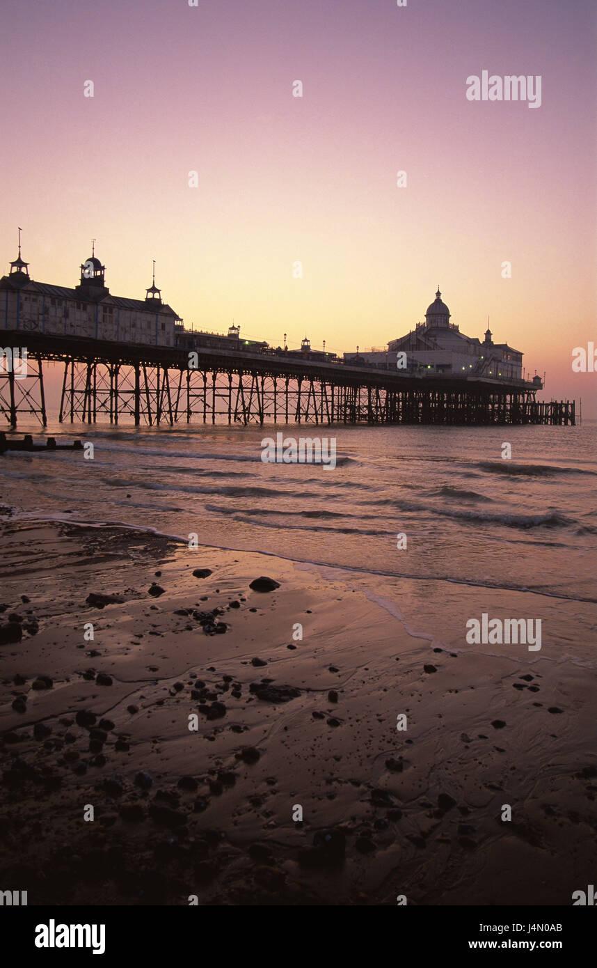 Gran Bretagna, Inghilterra, Sussex, Eastbourne Pier, serata tuning, Foto Stock