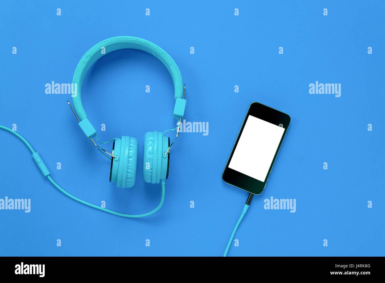 Vista Superiore Del Telefono Cellulare E Cuffie Su Sfondo Blu Con