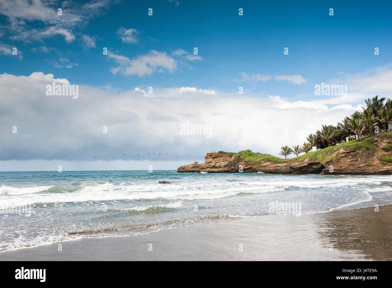 Piccolo e grazioso villaggio di pescatori di Mompiche, ecuadoriana del litorale del Pacifico Immagini Stock
