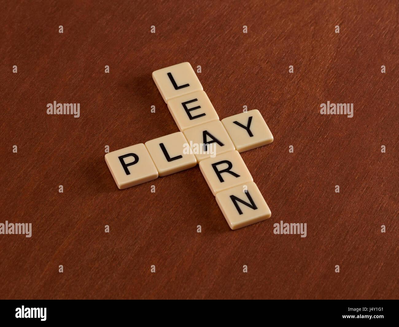 Cruciverba con parole di imparare e giocare il concetto di