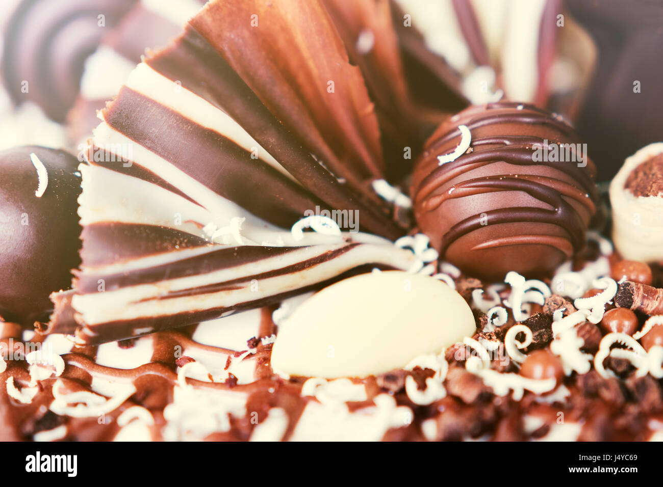 Torta al cioccolato dettagli decorativi. Immagini Stock