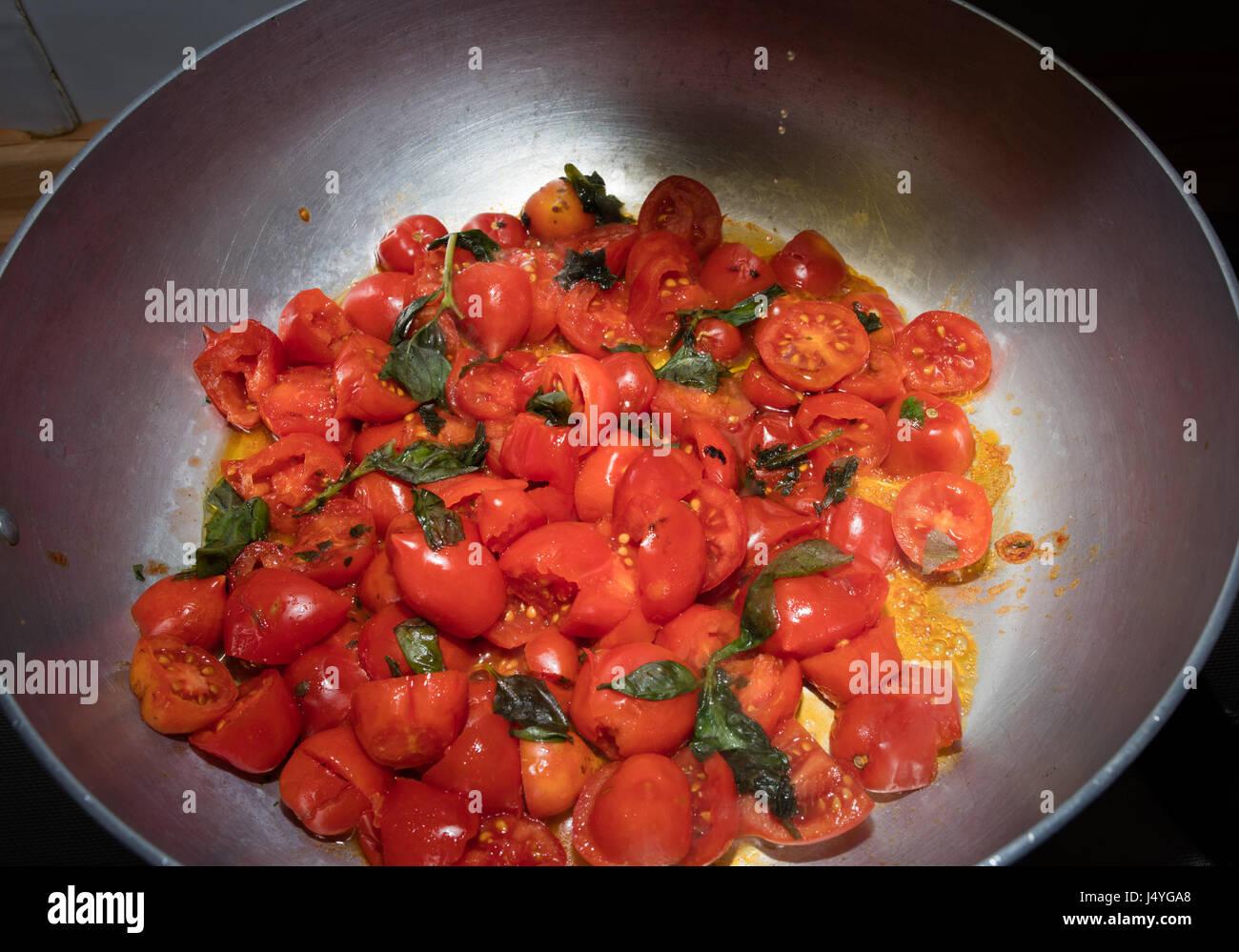 Salsa di pomodoro con tomtoes del piennolo del Vesuvio