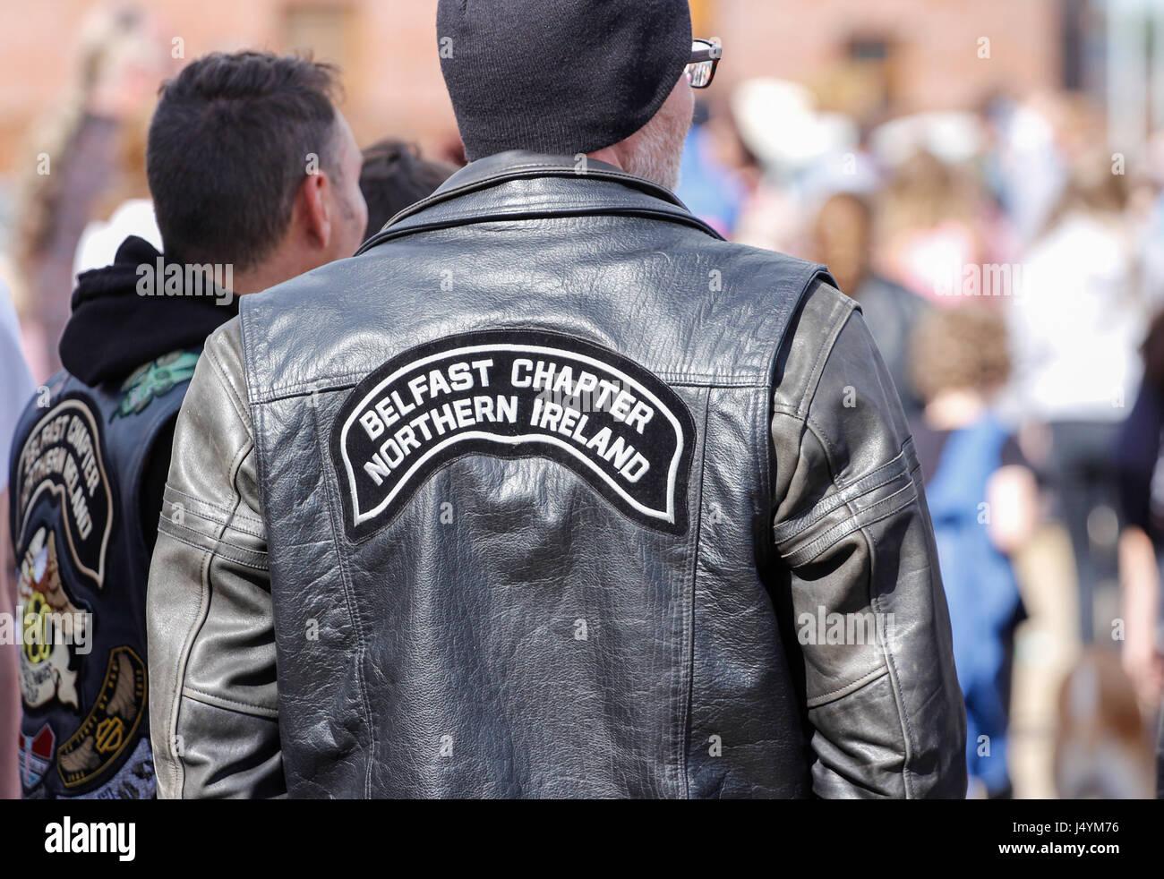 finest selection 2efd8 ac387 Uomo che indossa una giacca di pelle con il capitolo di ...