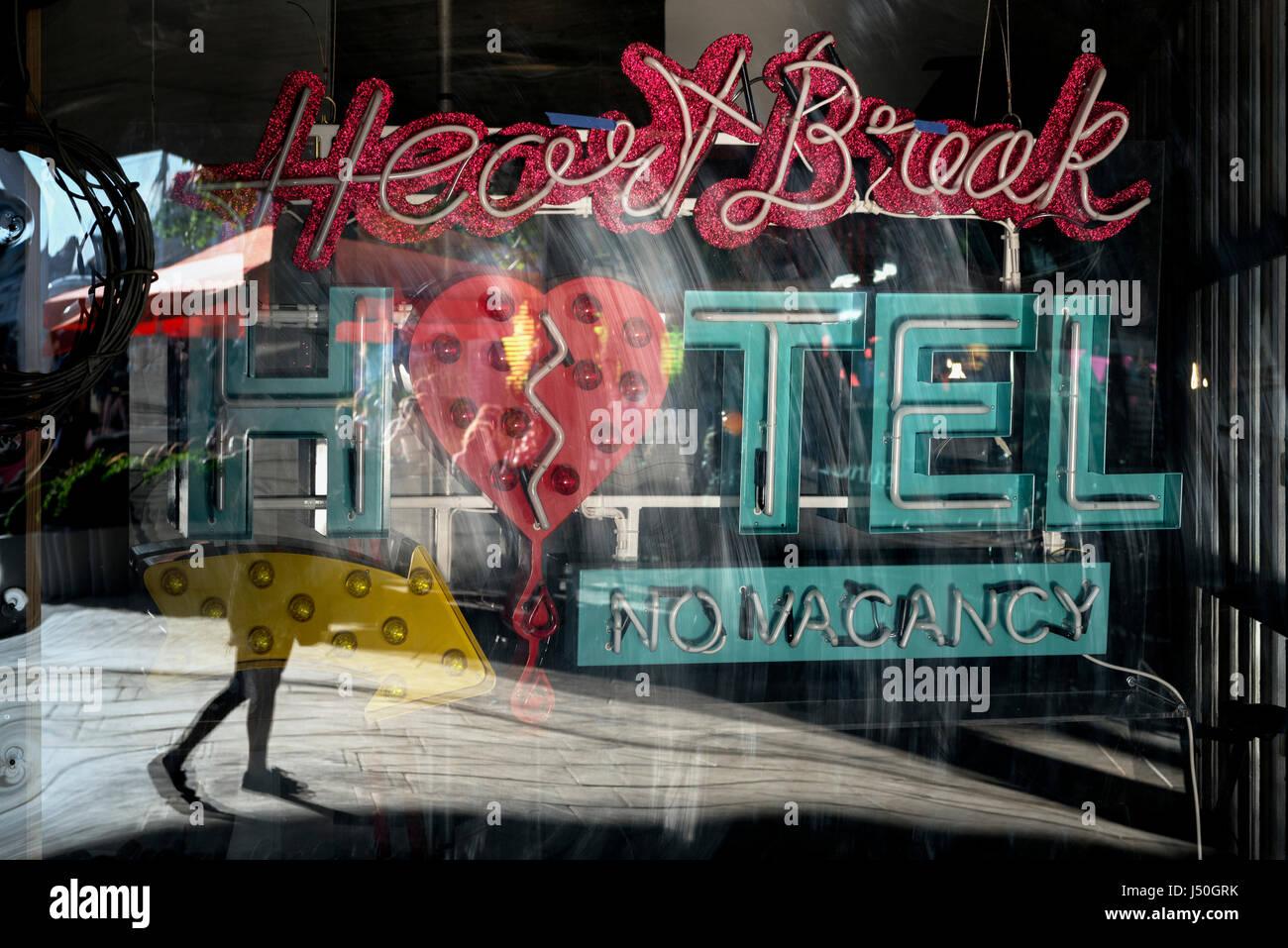 Heartbreak segno (arte di installazione) Immagini Stock