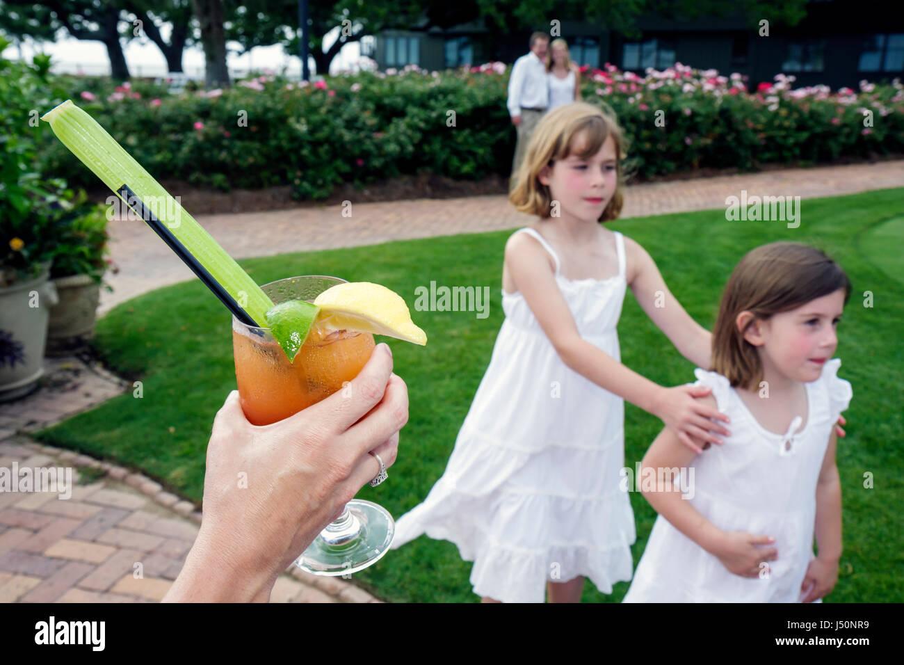 Punto evidente Alabama Grand Hotel Marriott Resort hotel alloggio ragazze sorelle più giovani anziani bere Immagini Stock