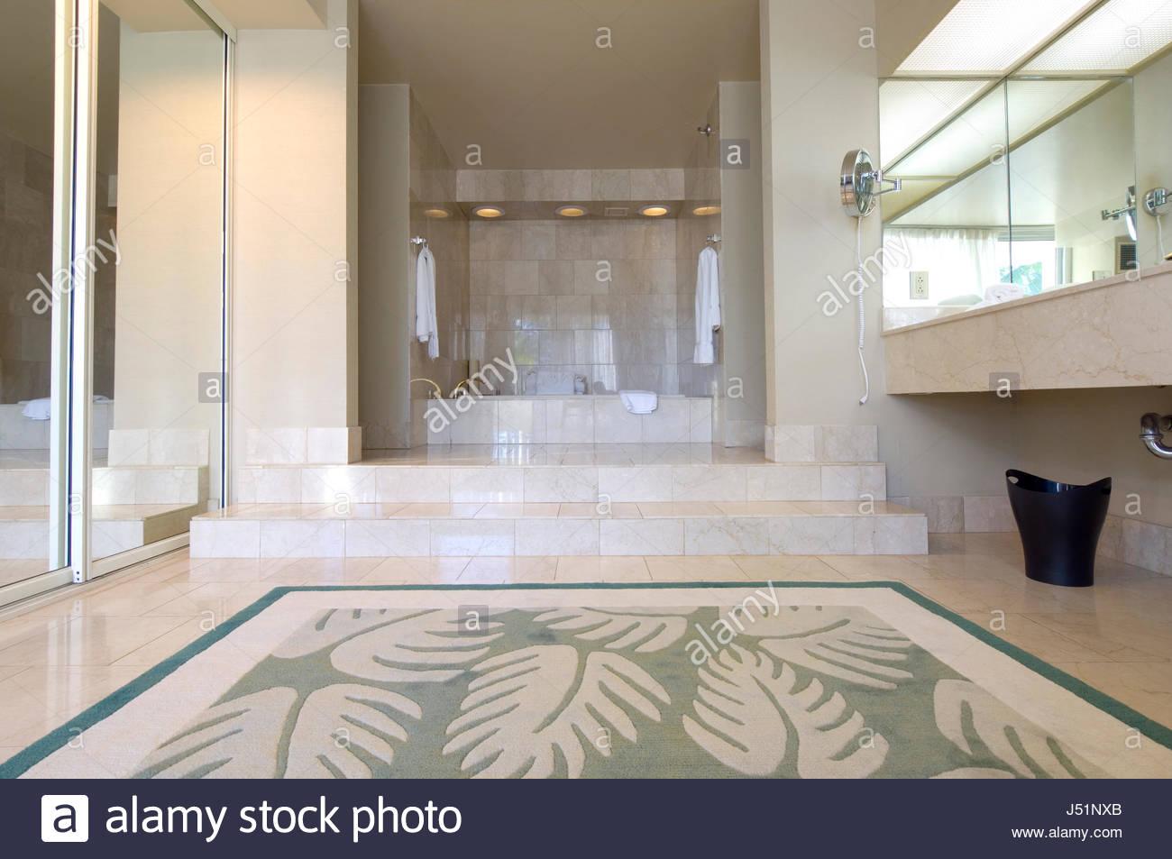 Vasca Da Bagno Rialzata : Bagno con vasca rialzata nella suite imperiale al westin maui