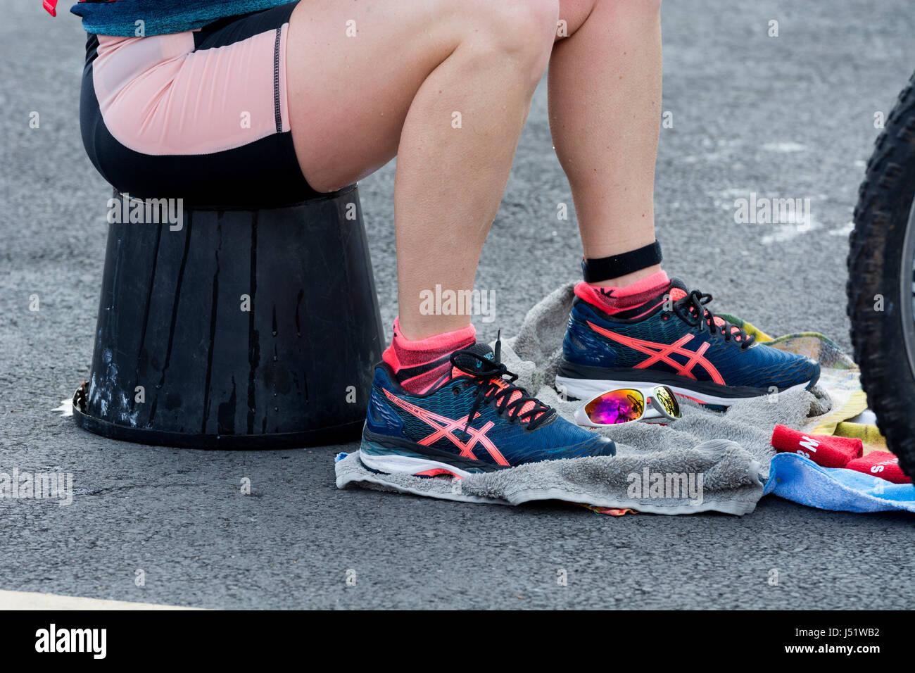 Scarpe Di AsicsArea Da Concorrente Femmina Corsa Indossando rhtsdxQC