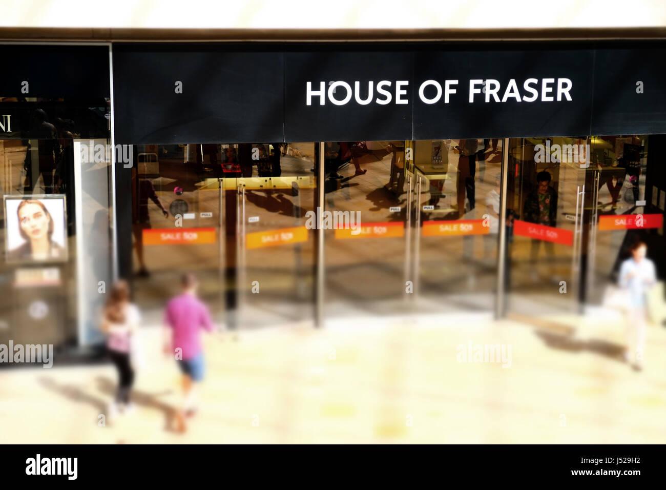 L'entrata di una casa di Faser store, indicando chiaramente il nome dell'azienda e del marchio Immagini Stock